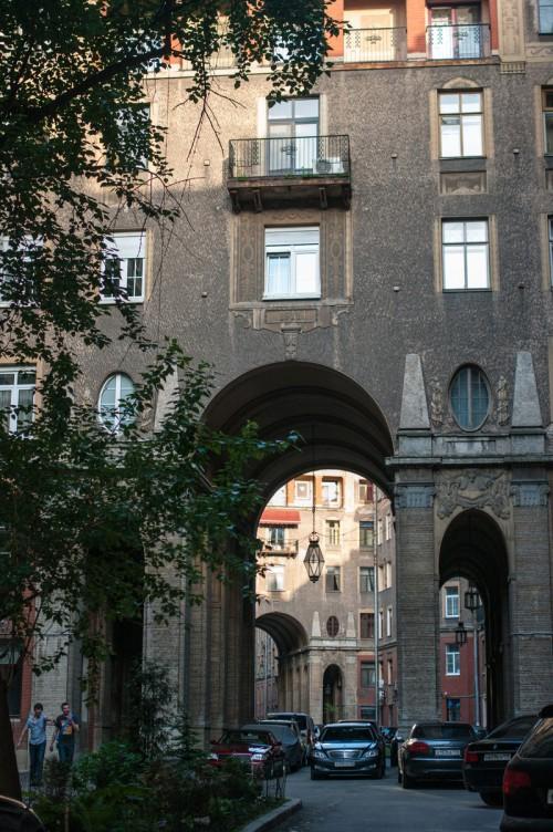 Наш офис располагается в здании Толстовского дома по адресу ул. Рубинштейна 15-17